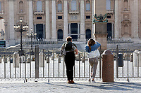 Saint Peter will be closed to the tourists since today<br /> Rome March 10th 2020. Rome the day after the last Minister Council's decree, that extends the restrictions from North of Italy to the entire country to contain Covid-19 Virus. All the shops (restaurants, pubs, and even supermarkets) will have to close at 6 pm. Gathering of people will be forbitten and people will have to maintain the 1 meter security distance. Citizens are furthermore invited to stay at home with the exception of people who have to go to work, to the pharmacy or to the supermarket.<br /> Photo Samantha Zucchi Insidefoto