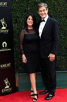 PASADENA - APR 29: Lisa Oz, Dr Mehmet Oz at the 45th Daytime Emmy Awards Gala at the Pasadena Civic Center on April 29, 2018 in Pasadena, California