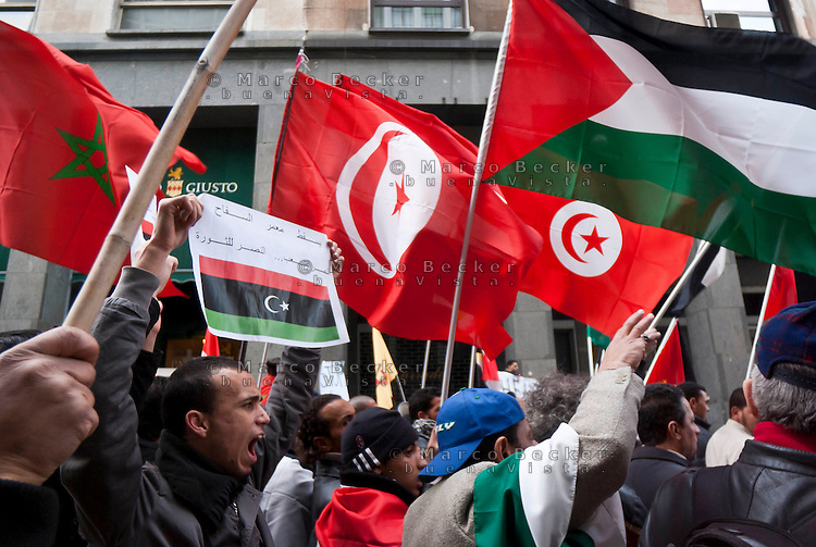 Milano, manifestazione a sostegno delle rivolte in Libia contro il governo di Muammar Gheddafi --- Milan, demonstration in support of the revolts in Libya against the government of Muammar Gheddafi
