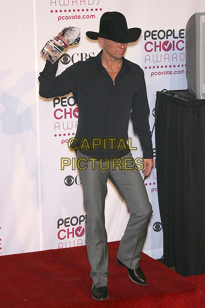 KENNY CHESNEY (winner Favorite Male Singer).The 33rd Annual People's Choice Awards - Press Room held at The Shrine Auditorium, Los Angeles, California, USA..January 9th, 2007.full length black shirt grey gray trousers hat stetson award trophy .CAP/ADM/ZL.©Zach Lipp/AdMedia/Capital Pictures