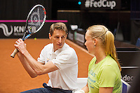 April 15, 2015, Netherlands, Den Bosch, Maaspoort, Fedcup Netherlands-Australia, Training session Dutch team, Captain Paul Haarhuis and Kiki Bertens <br /> Photo: Tennisimages/Henk Koster
