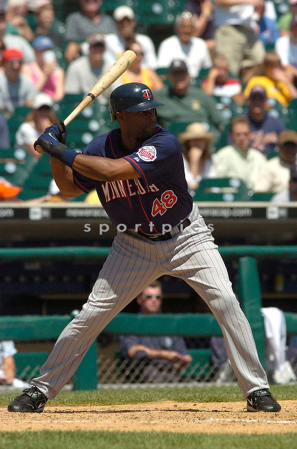 Torii Hunter, of the Minnesota Twins,  in action against the Detroit Tiger on July 23, 2005...Tigers win 2-1...David Durochik / SportPics
