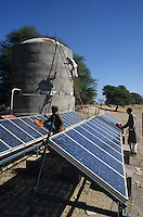 INDIA Rajasthan Tilonia, farm with solar powered water pump, water tank / INDIEN Farm mit solar betriebener Wasserpumpe, Wassertank
