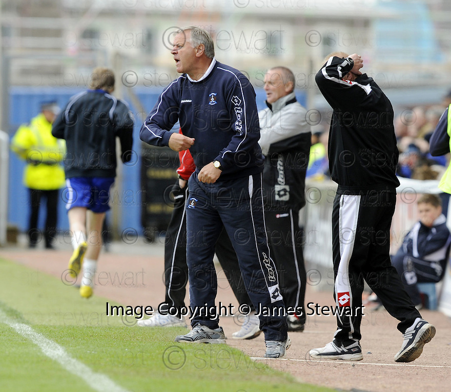 17/05/2008   Copyright Pic: James Stewart.File Name : sct_jspa22_kilmarnock_v_falkirk.JIM JEFFIRES SHOUTS HIS INSTRUCTIONS.James Stewart Photo Agency 19 Carronlea Drive, Falkirk. FK2 8DN      Vat Reg No. 607 6932 25.Studio      : +44 (0)1324 611191 .Mobile      : +44 (0)7721 416997.E-mail  :  jim@jspa.co.uk.If you require further information then contact Jim Stewart on any of the numbers above........