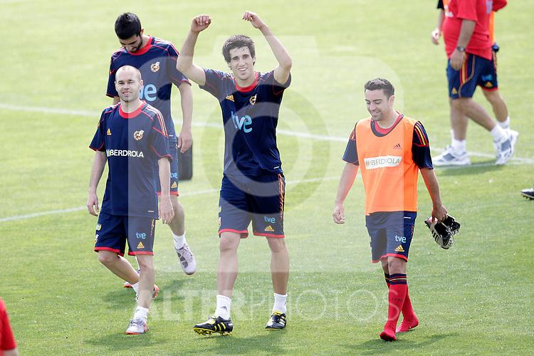 MADRID (25/05/09).- The Spanish Soccer national training session.  Javi Martinez, Iniesta and Xavi Hernandez...PHOTO: Cesar Cebolla / ALFAQUI