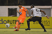 ENVIGADO- COLOMBIA, 31-08-2019.Yeison Guzmán jugador del Envigado disputa el balón con Carlos Ramirez jugador de Águilas Doradas durante partido por la fecha 9 de la Liga Águila II 2019 jugado en el estadio Polideportivo Sur de la ciudad de Medellín. /Yeison Guzman player of Envigado figths the ball agaisnt of Carlos Ramirez player of Aguilas Doradas during the match for the date 9 of the Liga Aguila II 2019 played at Polideportivo Sur stadium in Medellin  city. Photo: VizzorImage / Leon Monsalve/ Contribuidor
