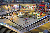 Shopping center em Berlin. Alemanha. 2011. Foto de Juca Martins.