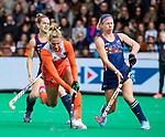 ROTTERDAM -  Laurien Leurink (Ned) met Nicole Woods (USA)   tijdens de Pro League hockeywedstrijd dames, Netherlands v USA (7-1)  .  COPYRIGHT  KOEN SUYK