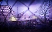 +++Nutzung ausschliesslich zur redaktionellen Berichterstattung im Bezug auf die Berliner Mauer+++ <br /> <br /> Berlin, Panoramabild mit der Berliner Mauer zwischen Mitte und Kreuzberg des Kuenstlers Yadegar Asisi ueber die deutsch-deutsche Teilung am Mittwoch (22.10.2014) am Checkpoint Charlie. Foto: Steffi Loos/CommonLens