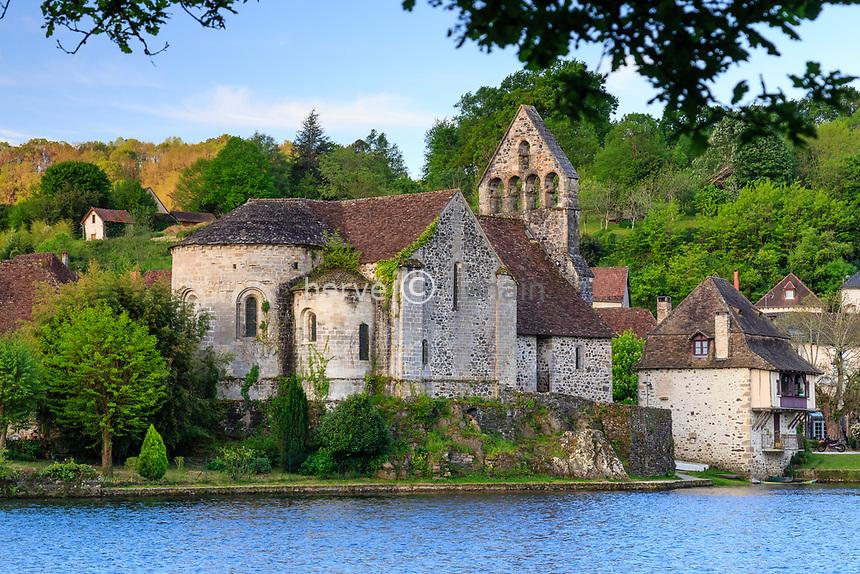 France, Correze, Dordogne valley,  Beaulieu sur Dordogne, Penitents chapel along the Dordogne river // France, Corrèze (19), vallée de la Dordogne, Beaulieu-sur-Dordogne, chapelle des Pénitents en bord de Dordogne
