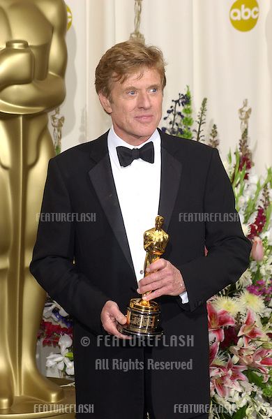 Actor ROBERT REDFORD at the 74th Annual Academy Awards in Hollywood..24MARR2002.  © Paul Smith / Featureflash