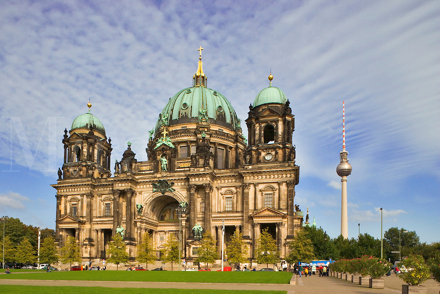 Berlin, Germany.    Berliner Dom,  Cathedral,  and the Lustgarten.  Designed by Julius Carl Raschdorff.
