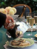 Europe/France/Champagne-Ardenne/51/Marne/Reims : Poularde de Bresse truffée sous la peau, riz basmati au foie gras, truffes noires et champagne Lanson  -  Recette de Gérard Boyer