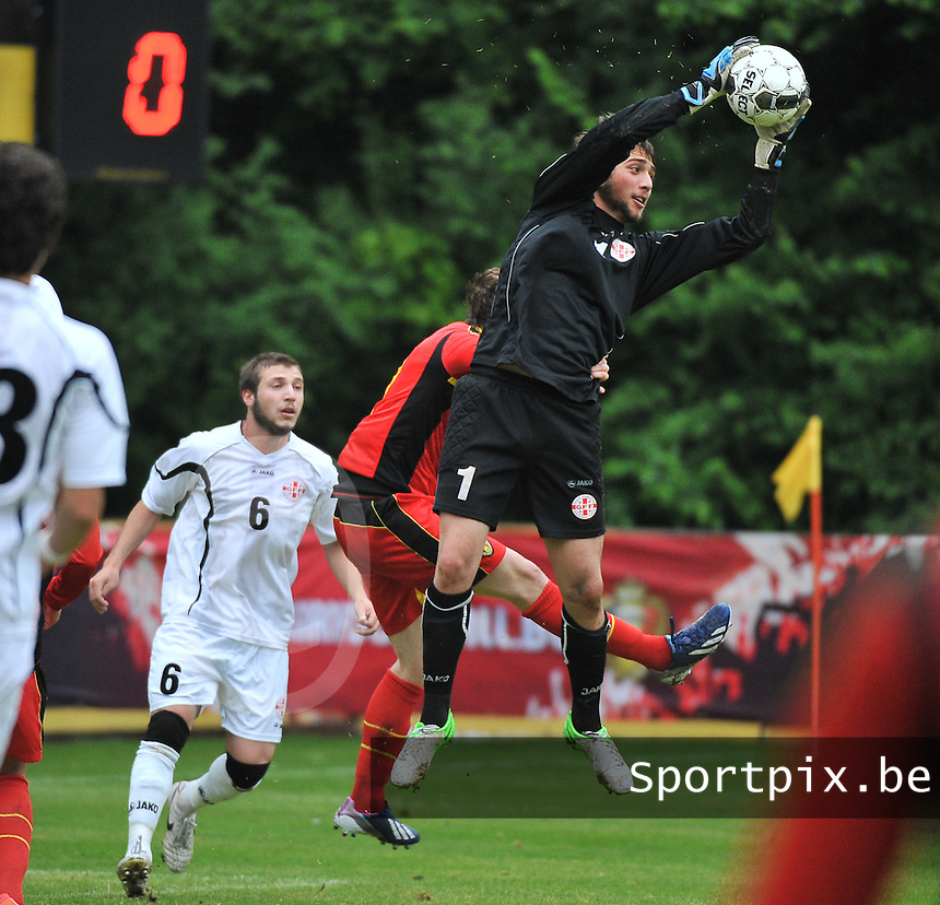Georgia U19 - Belgium U19 : goalkeeper Gabriel Tebidze grabs the ball before Thomas Foket (7)<br /> foto DAVID CATRY / Nikonpro.be