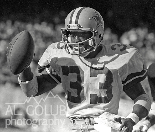 Oakland Raiders vs Dallas Cowboys at Oakland-Alameda County Coliseum Sunday, December 7, 1980. Dallas Cowboys Running Back Tony Dorsett celebrates after touchdown..Raiders lost to the Cowboys 13 -19, but they did will the Superbowl in post season.