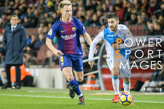 Ivan Rakitic of FC Barcelona (L) in action against Federico Valverde Dipetta of RC Deportivo La Coruna (R) during the La Liga 2017-18 match between FC Barcelona and Deportivo La Coruna at Camp Nou Stadium on 17 December 2017 in Barcelona, Spain. Photo by Vicens Gimenez / Power Sport Images