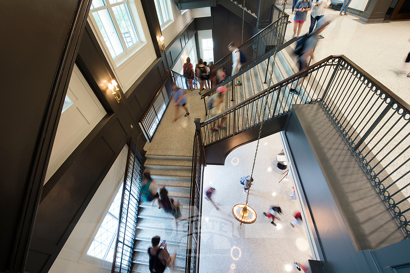 Old Main Academic Center - first day of classes.  Students walking in between classes.<br />  (photo by Megan Bean / &copy; Mississippi State University)