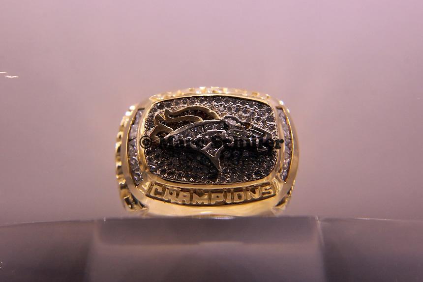 Super Bowl Ringe der einzelnen Siegerteams: XXXII Denver Broncos 1997