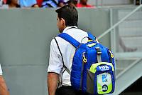 BRASÍLIA, DF, 17.05.2014 – ESTÁDIO NACIONAL MANÉ GARRINCHA - FINAL CAMPEONATO CANDANGO – O Estádio Nacional Mané Garrincha será palco de sete jogos da Copa Mundo FIFA 2014, passou pelo seu último teste no jogo deste sábado, 17, entre Luziânia e Brasília pela final do Campeonato Candango. O estádio que será entregue para a FIFA nos próximos dias usou o jogo de hoje para fazer os últimos ajustes antes do Mundial. (Foto: Ricardo Botelho / Brazil Photo Press).