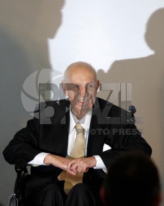 Foto arquivo José Alencar em 25/01/2011 - O Ex-Vice-Presidente da República, José Alencar Gomes da Silva, 79 anos, faleceu às 14h41 desta terça-feira (29/03), no Hospital Sírio-Libanês, em São Paulo, em decorrência de câncer e falência de múltiplos órgãos. -  na foto  - SÃO PAULO, SP, 25 DE JANEIRO DE 2011 - MEDALHA 25 DE JANEIRO - Cêrimonia de entrega da Medalha 25 de Janeiro ao ex vice presidente da República José Alencar na sede da Prefeitura de São Paulo, na região central da capital paulista. (FOTO: WILLIAM VOLCOV / NEWS FREE).