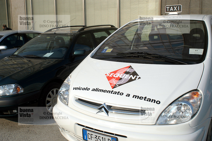 - exhibit of ecological vehicles organized by Lombardy Regional Authority, gas methane powered car ..- mostra di veicoli ecologici organizzata dalla Regione Lombardia, automobile alimentata a gas metano
