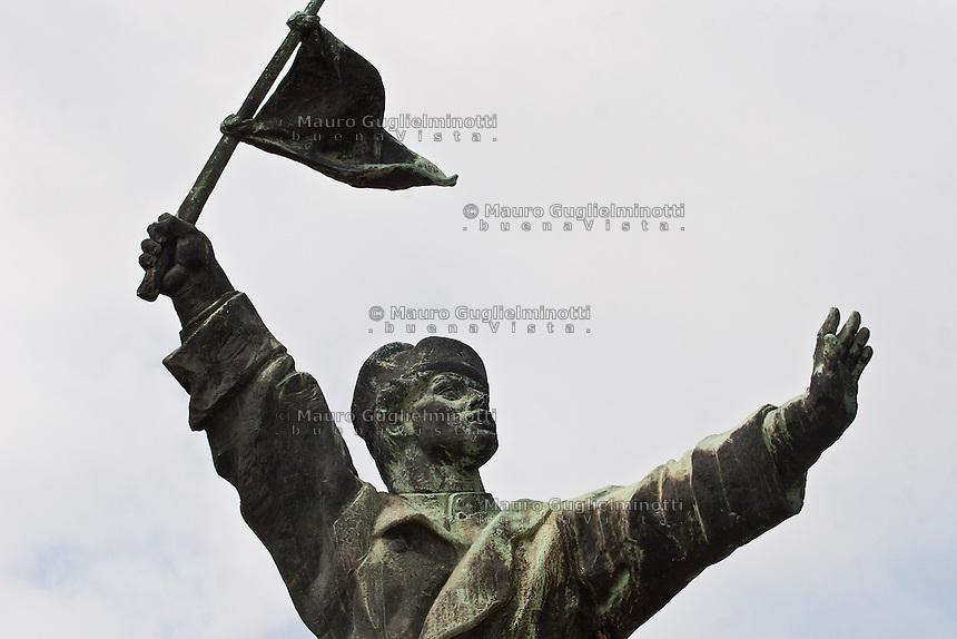 Ungheria, Budapest, Szoborpark, il cimitero delle statue sovietiche Hongrie, le cimeti&egrave;re de statues sovi&eacute;tiques<br /> Hungary, the cemetery of Soviet statues progettato nel 1993 dall'architetto  Eleod Akos junior