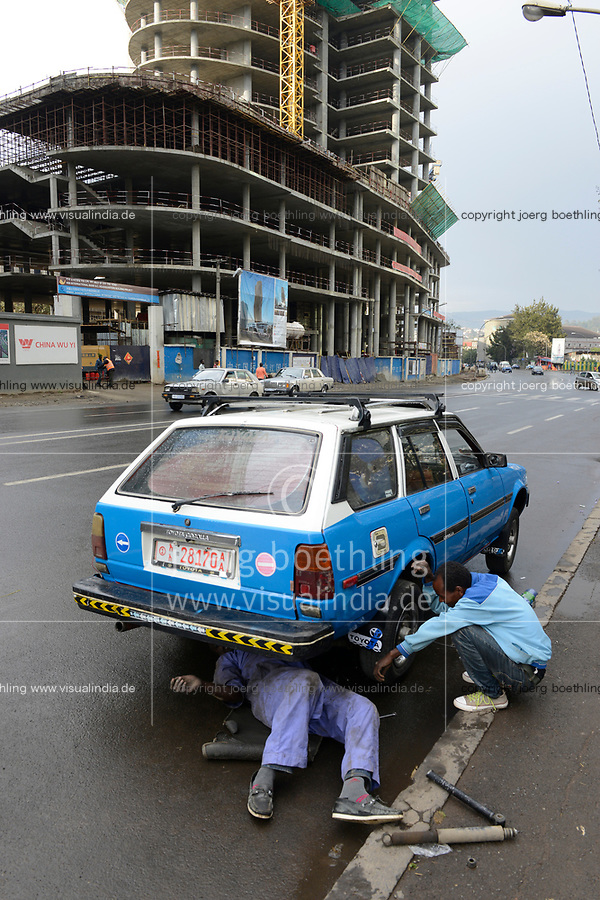 ETHIOPIA , Addis Ababa, NIB International Bank headquarters building construction by chinese builder China Jiangsu International / AETHIOPIEN, Addis Abeba, Baustellen chinesischer Baufirmen