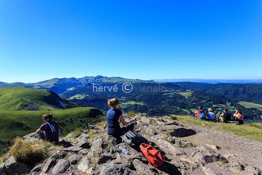 France, Puy-de-Dôme (63), Murat-le-Quaire, la Banne d'Ordanche ( 1 512 m), panorama au sommet et paysages sur les monts du Cantal // France, Puy de Dome, Murat le Quaire, Banne d'Ordanche ( 1 512 m), panorama at the top and landscapes on the mountains of Cantal