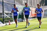 SÃO PAULO, 13 DE MAIO 2013 - TREINO PALMEIRAS -  Vilson(e), Fernando Prass(c) e Valdivia(d)  durante treino na Academia de Futebol, na tarde desta segunda-feira(13) - FOTO: LOLA OLIVEIRA/BRAZIL PHOTO PRESS