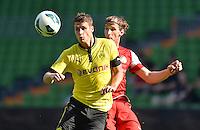 FUSSBALL   DFB POKAL   SAISON 2012/2013   1. Hauptrunde FC Oberneuland - Borussia Dortmund            18.08.2012 Sebastian Kehl (li, Borussia Dortmund) gegen Nils Laabs (re, FCO)
