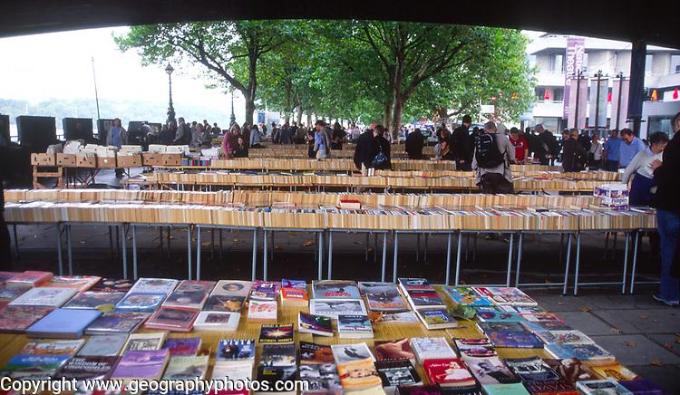 ATBK6D Southwark second hand book market London England