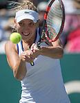 Elena Vesnina (RUS) defeated Sara Errani (ITA) 6-4, 4-6, 6-2