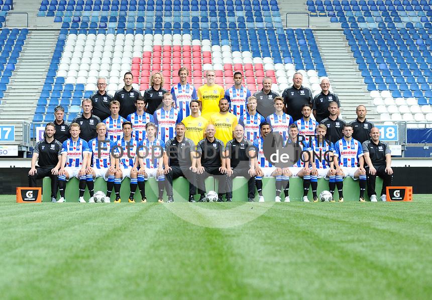 VOETBAL: HEERENVEEN: 17-07- 2017, Abe Lenstra Stadion, Perspresentatie SC Heerenveen, &copy;foto Martin de Jong<br /> v.l.nr. <br /> Achter: Catrinus Stoker (materiaalman), Vincent Schinkel (fysiotherapeut), Wietske van der Valk - Westera (manueel en fysiotherapeut), Michel Vlap #18, Jan Bekkema #25, Jeremiah St. Juste #16, Thom van der Heide (fysiotherapeut), Herman van Dijk (teamanager), Hans Moesman ( materiaalman).   <br /> <br /> Midden: Ron du Bois (clubarts), Erik ten Voorde (fysiotherapeut), Dennis Johnsen #17, Pelle van Amersfoort #19, Henk Veerman #20, Wouter van der Steen #23, Warner Hahn #1,  Joost van Aken #4, Daniel H&oslash;egh #3, Caner Cavlan #22,  Steven Edelenbos (conditietrainer), Emiel Kramer (video-anelist).<br /> <br /> Voor: Terry Peters (performans manager), Doke Smidt #12, Morten Thorsby #8, Yuki Kobayashi #21, Kik Pierie #5, Michel Vink (assistent trainer), Jurgen Streppel (hoofdtrainer), Johnny Jansen (assistent trainer), Reza Ghoochannejhad #9, Stijn Schaars #6, Martin &Oslash;degaard #10, Arber Zeneli #13, Raymond Visser (keeperstrainer).