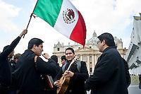 Città del Vaticano, 24 Febbraio, 2013. Preti Messicani suonano e cantano in Piazza San Pietro durante l'ultimo Angelus che Papa Benedetto ha dato prima delle sue dimissioni previste per Giovedì 28 Febbraio.