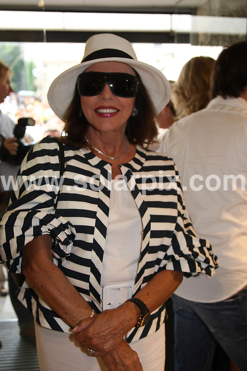 **ALL ROUND PICTURES FROM SOLARPIX.COM**.**SYNDICATION RIGHTS FOR UK AND SPAIN ONLY**.Joan Collins pictured shopping at the Montblanc Boutique in Salzburg, Austria. 28th August 2008..JOB REF: 7140 CPR (MMV)       DATE: 28_08_2008.**MUST CREDIT SOLARPIX.COM OR DOUBLE FEE WILL BE CHARGED* *UNDER NO CIRCUMSTANCES IS THIS IMAGE TO BE REPRODUCED FOR ANY ONLINE EDITION WITHOUT PRIOR PERMISSION*