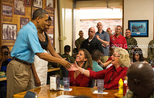 United States President Barack Obama and first lady Michelle Obama greet military personnel eating Christmas dinner at Anderson Hall at Marine Corps Base Hawaii on December 25, 2012 in Kaneohe Bay, Hawaii.  .Credit: Kent Nishimura / Pool via CNP