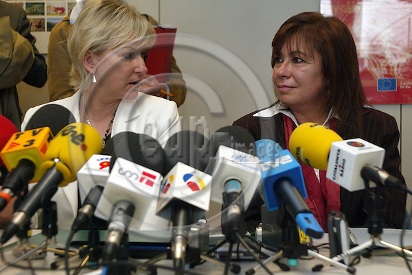 Brussels --- Commission - 03 May 2004 - Spanish Environment Minister Cristina NARBONA meeting with EU Commissioner of Environment Margot WALLSTR?M (Wallstroem, Wallstrom) --- PHOTO: EUP-IMAGES / ANNA-MARIA ROMANELLI