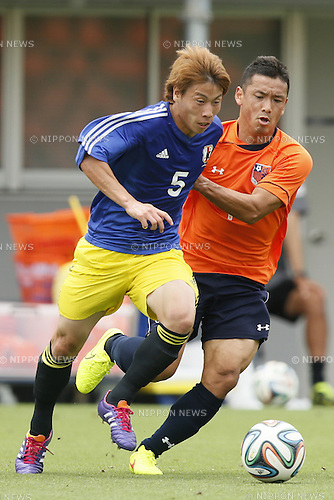 (L-R)<br /> Yuto Uchida,<br /> Hokuto Nakamura,<br /> JULY 1, 2014 - Football / Soccer : <br /> Training match between U-19 Japan 1-2 Omiya Ardija<br /> at NACK5 Stadium Omiya, Saitama, Japan. <br /> (Photo by SHINGO ITO/AFLO SPORT)