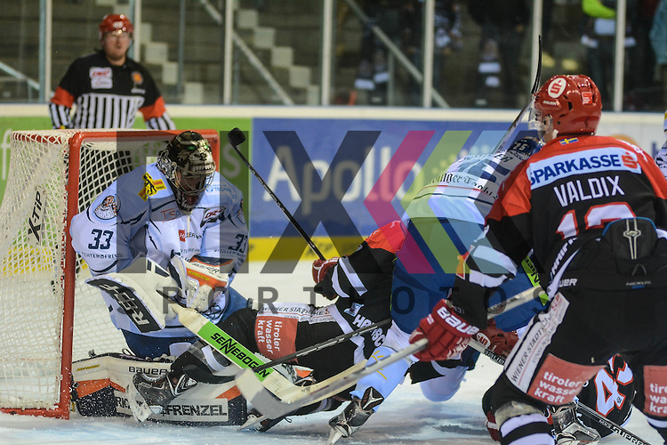 Matt Climie (Straubing Tigers), Andreas Valdix (HC Innsbruck) im Spiel der DEL, Straubing Tigers - HC Innsbruck.<br /> <br /> Foto &copy; PIX-Sportfotos *** Foto ist honorarpflichtig! *** Auf Anfrage in hoeherer Qualitaet/Aufloesung. Belegexemplar erbeten. Veroeffentlichung ausschliesslich fuer journalistisch-publizistische Zwecke. For editorial use only.
