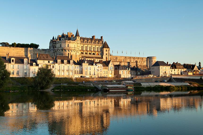 France, Indre-et-Loire (37), Val de Loire classé Patrimoine mondial de l'UNESCO, Amboise, le château du XVe siècle qui domine la Loire // France, Indre et Loire, Val de Loire listed as World Heritage by UNESCO, Amboise, the castle of the 15th century which dominates the Loire