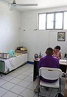 """Ciudad Ixtepec, Oaxaca. 10/09/2017.- El albergue de migrantes que fuera fundado por el sacerdote y activista Alejandro Solalinde, """"Hermanos del Camino""""; sufrio algunos daños en su infraestructura luego del sismo de 8.2 grados que sucediera el pasado jueves 7 de septiembre, por lo cual algunas de las oficinas, el consultorio, la enfermeria, la biblioteca y los dormitorios tienen varias afectaciones, algunas de consideracion, a pesar de ello, cabe destacar que los migrantes que se refugian actualmente en dicho lugar, estan prestando ayuda en las diversas comunidades del istmo de tehuantepec donde se destruyeron casas completas."""