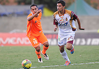 ENVIGADO -COLOMBIA-26-07-2014. Jhonatan Alvarez (Izq) de Envigado FC disputa el balón con Juan Alejandro Mahecha (Der) de Deportes Tolima durante partido por la fecha 2 de la Liga Postobón II 2014 realizado en el Polideportivo Sur de la ciudad de Envigado./ Jhonatan Alvarez (L) of Envigado FC fights for the ball with Juan Alejandro Mahecha (R) of Deportes Tolima during match for the second date of the Postobon League II 2014 at Polideportivo Sur in Envigado city.  Photo: VizzorImage/Luis Ríos/STR