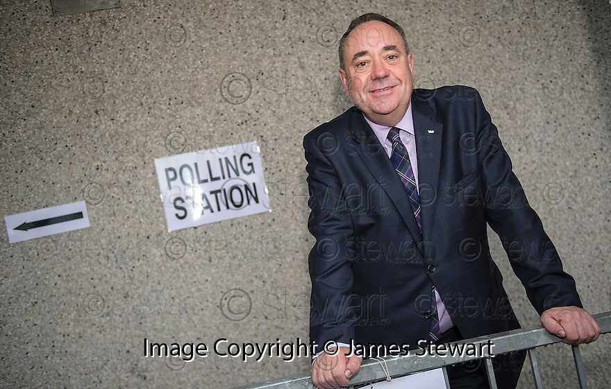 First Minister Alex Salmond scasts his vote at Strichen poling station.