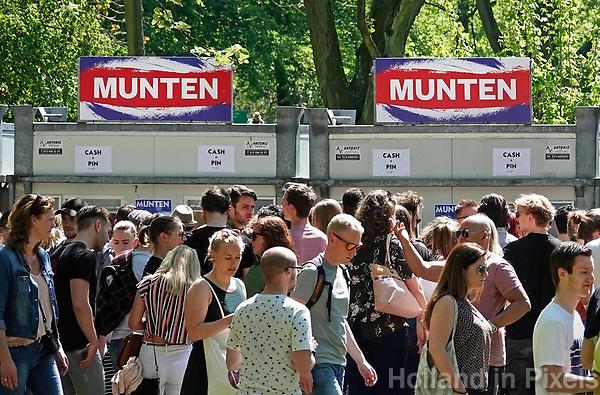 Nederland Rotterdam 2018.  Bevrijdingsfestival ZH op 5 mei in Het Park.  Munten verkoop.  Foto Berlinda van Dam / Hollandse Hoogt