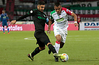 MANIZALES - COLOMBIA, 06-09-2018: Cesar Amaya (Der) de Once Caldas disputa el balón con Andres Perez (Izq) de Deportivo Cali por la fecha 8 de Liga Águila II 2018 jugado en el estadio Palogrande de la ciudad de Manizales. / Cesar Amaya (R) player of Once Caldas fights for the ball with Andres Perez (L) player of Deportivo Cali during match for the date 8 of the Aguila League II 2018 played at Palogrande stadium in Manizales city. Photo: VizzorImage / Santiago Osorio / Cont