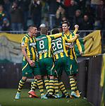 Nederland, Den Haag, 30 november 2014<br /> Eredivisie<br /> Seizoen 2014-2015<br /> ADO Den Haag-Ajax (1-1)<br /> Michiel Kramer (r.) van ADO Den Haag viert zijn doelpunt, de 1-1, met zijn ploeggenoten. Links Vito Wormgoor.