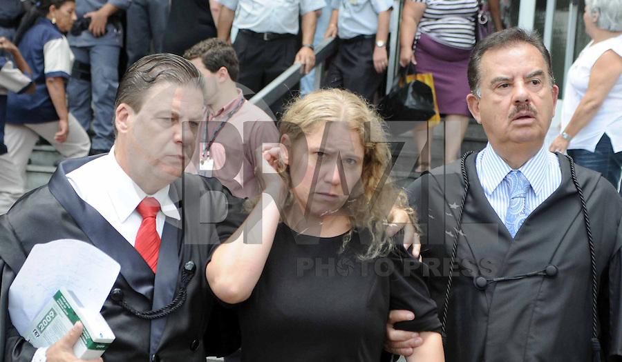 Santo Andre, SP,14 FEVEREIRO 2012-Mae de Eloa Ana Cristina Pimentel junto com o advogado da familia DrAdemar Gomes  no Forum de Santo Andre durante o julgamento de Lidemberg na manha dessa terça feira. (FOTO: ADRIANO LIMA - NEWS FREE).