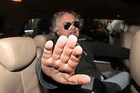 Beppe Grillo in macchina tenta di allontanare i media - Beppe Grillo tries to turn away cameras..Roma 04/03/2013 Hotel Universo. Beppe Grillo esce dall'hotel dopo il vertice del Movimento 5 Stelle e viene presso d'assalto dai media..Beppe Grillo gets out the Universo Hotel after the summit with the new elected fo 'Movimento 5 Stelle' at the last Elections 2013 and he is assaulted by the media..Photo Samantha Zucchi Insidefoto