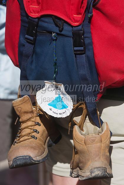 France, Manche (50), traversée à pied de la Baie du Mont Saint-Michel, classé Patrimoine Mondial de l' UNESCO, détail sac à dos et chaussures de pèlerin  //  France, Manche, crossing on foot the Bay of Mont Saint Michel, listed as World Heritage by UNESCO, Detail backpack and pilgrim shoes