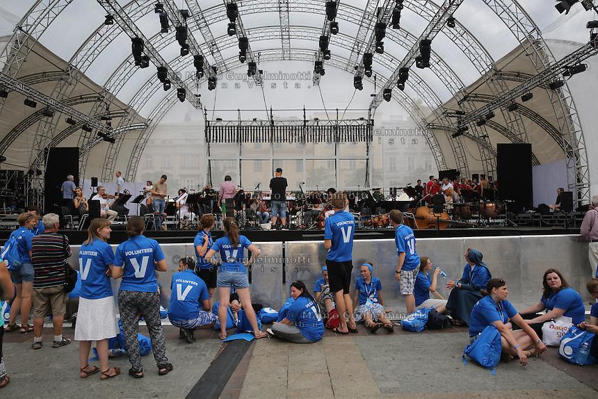 World Youth day Krakow 2016, i volontari sotto il palco